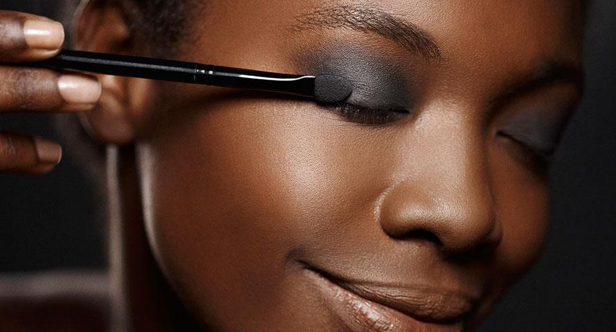 Retirar toda maquiagem da pele – um cuidado diário